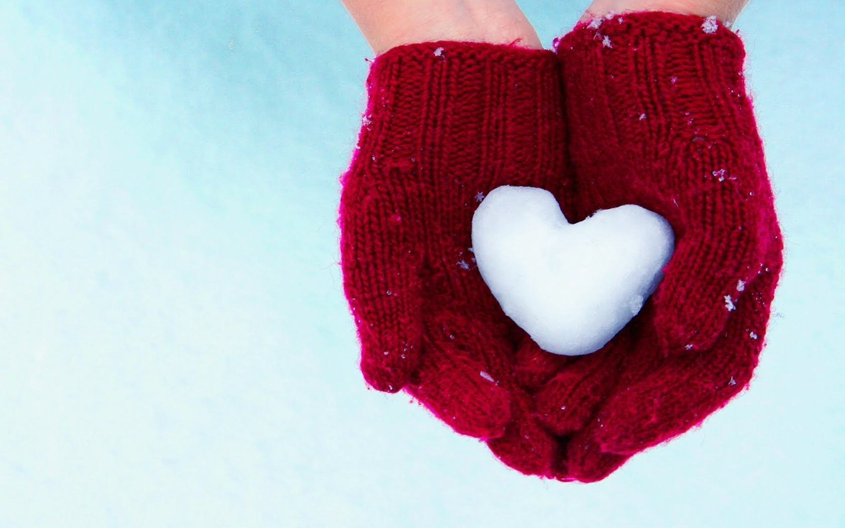 heart_snow_arms_mittens_11095_1680x1050